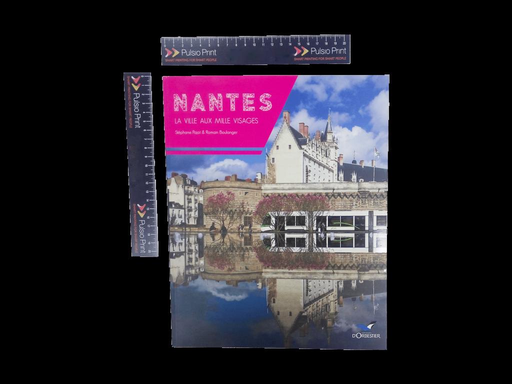 livre grand format 240 x 300 mm